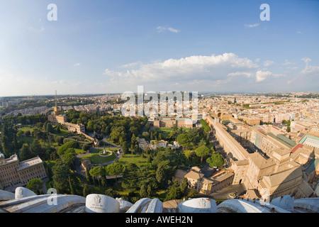 Giardini Vaticani come visto dalla cupola della basilica di san Pietro, Roma, Italia, Europa Foto Stock
