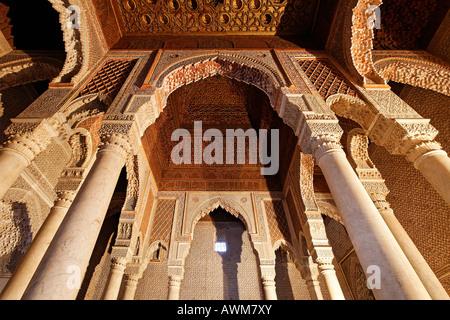 Magnifico mausoleo con cupola in legno, tombe saadien, medina, Marocco, Africa Foto Stock