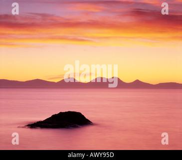 Le pappe del Giura visto dalla penisola di Kintyre al tramonto, Argyll and Bute, Scotland, Regno Unito