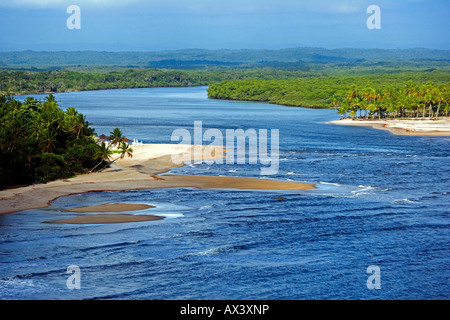 Il Brasile, Bahia, Boipeba isola. Il canale che divide Tinhare e Boipeda sul Brasile del bahiana litorale Atlantico Foto Stock