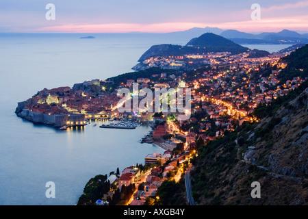 La città vecchia di Dubrovnik all'imbrunire, Croazia