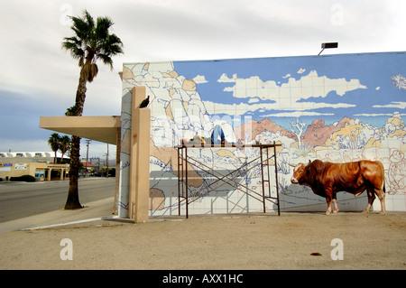 Street murale in venti nove palmi, casa del più grande base nautica in USA, Deserto Mojave California Foto Stock