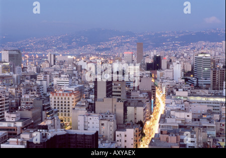 Vista in alzata verso il distretto centrale (BCD) nella città ricostruita, Beirut, Libano, Medio Oriente Foto Stock