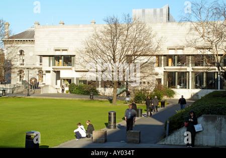 Il Trinity College di Dublino in Irlanda Il Berkeley edificio della Biblioteca e borsisti Square Foto Stock