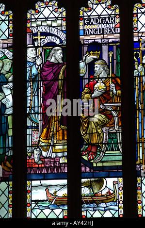 Vasca da bagno vetrata con scena biblica della Abbazia Gotica Foto Stock