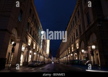 Via Roma, la strada più importante di Torino, riprese notturne.