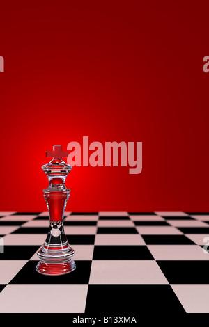 Vetro re di scacchi sulla scacchiera con bassa profondità di campo Foto Stock