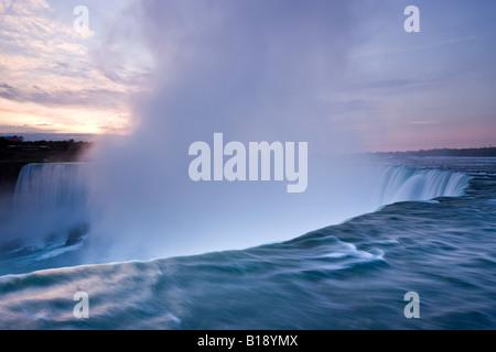 Cascate del Niagara di sunrise, Ontario, Canada. Foto Stock