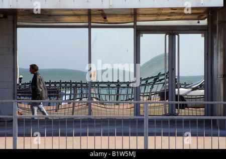 Negozio di riflettente davanti a Margate nel Kent, Regno Unito Foto Stock