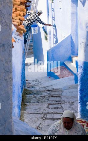 Chefchaouen mantenendo il tipico blu case dipinte nella città vecchia Foto Stock