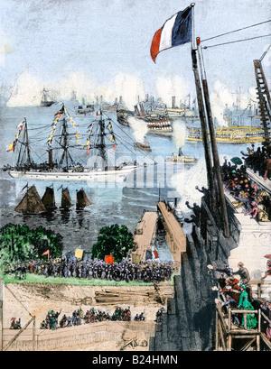 La Statua della Libertà arriva a New York sulla nave francese Isere immerso in un immensa folla festante. Colorate a mano la xilografia Foto Stock