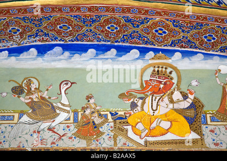 Dipinto a mano murale di GANESH NELLA VILLA AKHEY all'interno del maharaja S PALACE situato in Jaisalmer FORT RAJASTHAN IN INDIA