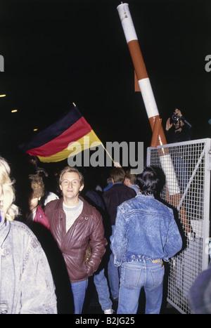 Geografia/travel, la Germania, la riunificazione, la caduta del muro di Berlino, 9.11.1989, checkpoint Bornholm Foto Stock