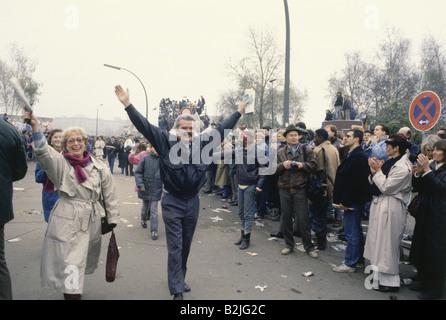 Geografia/travel, la Germania, la riunificazione, la caduta del muro di Berlino, 9.11.1989, checkpoint Bernauer Foto Stock