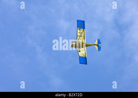 Spintore T600N-450 Sprint G-OMAL micrilight aeromobile in volo a Wickenby Airfield Foto Stock