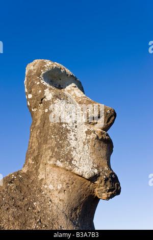 Sud America, Cile, Rapa Nui, Isola di Pasqua, Tongariki, lone monolithic gigante di pietra Moai statua Foto Stock
