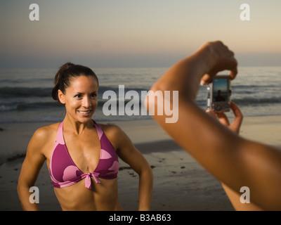 Donna ispanica avente fotografia scattata Foto Stock