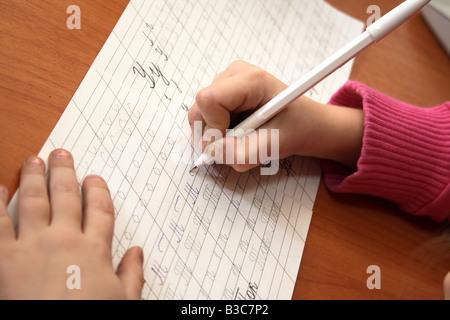 Bambina la scrittura Foto Stock