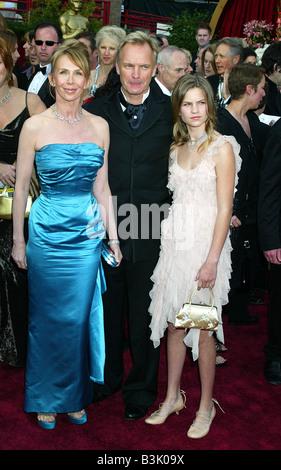 STING cantante britannico con la moglie Trudie Styler e figlia Coco nel 2004