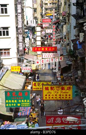 Cina, Hong Kong, Soho. Gage Street nel quartiere di Soho dell'Isola di Hong Kong - una scena di occupato di bancarelle, Foto Stock