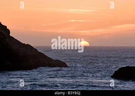 Impostazione di Sun a Harris Beach State Park. Brookings, Oregon Foto Stock