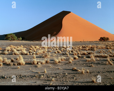 La Namibia, Namib Desert, Sesriem. In mattina presto e nel tardo pomeriggio, le dune a Sesriem nel Parco Namib-Naukluft, Foto Stock