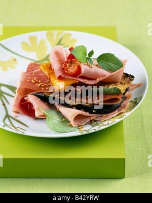 Prosciutto cotto alla griglia e strato vegetale Foto Stock