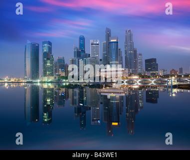 Asia Singapore Skyline distretto finanziario all'alba Foto Stock