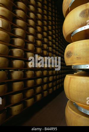 Pila di tutto formaggi parmigiano Foto Stock