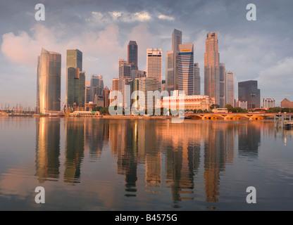 Asia Singapore Singapore Skyline distretto finanziario di sunrise Foto Stock