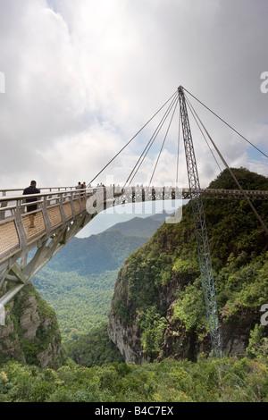 Asia, Malaysia, l'Isola di Langkawi, Pulau Langkawi a sospensione passerella sopra il baldacchino della foresta Foto Stock