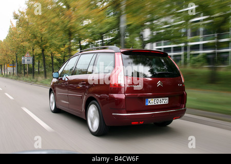 Citroen C4 Piapprox.so 135 HDi, esclusivo modello anno 2006-, di colore rubino, guida, diagonale dal retro, vista Foto Stock