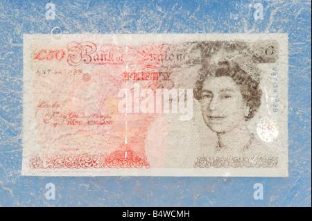 Cinquanta pound nota congelate in ghiaccio Foto Stock