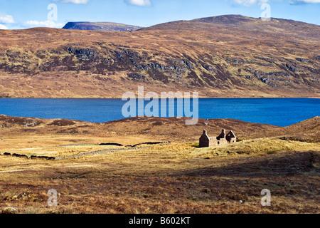 Sandwood loch e cottage, Sandwood Bay Scozia, che può essere raggiunto solo a piedi da Sheigra. Prese su un luminoso Foto Stock
