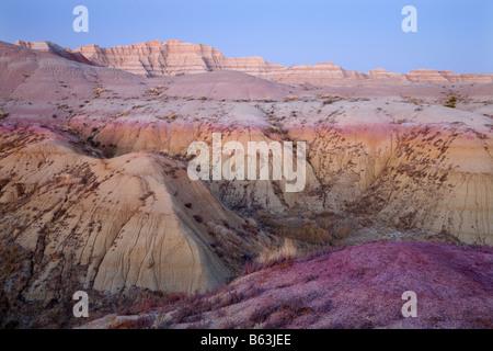 Formazioni badland in giallo tumuli area, Parco nazionale Badlands, Dakota del Sud Foto Stock