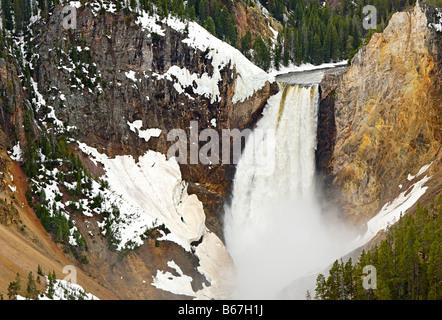 Vista ravvicinata di Yellowstone cade dal punto di vedetta. Foto Stock