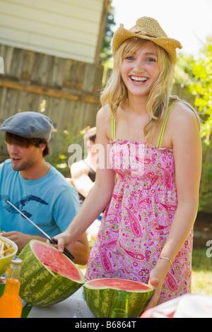 Persone a Backyard Barbeque, Portland, Oregon, Stati Uniti d'America