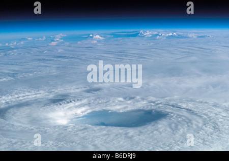 Occhio del ciclone uragano Isabel. Questa immagine è stata scattata dalla Stazione Spaziale Internazionale il 15 Foto Stock