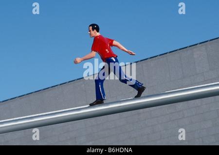 Boston USA Jonathan Borofsky a piedi di uomo scultura ala ovest del Museo di boston di belle arti Foto Stock