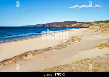 La spiaggia e le dune di Sandwood Bay Scozia che può essere raggiunto solo a piedi da Sheigra assunto quasi un giorno Foto Stock
