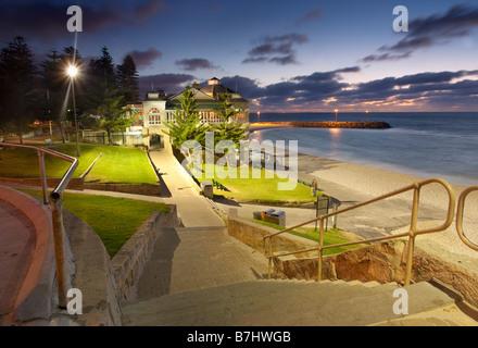 Indiana la casa da tè a cottesloe beach al tramonto con