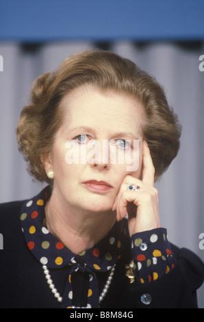 La signora Margaret Thatcher Partito Conservatore campagna elettorale 1983 Midlands UK . Premere il tasto Conferenza Foto Stock