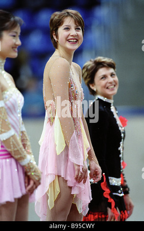 Vincitore della Coppa di Russia Grand Prix di Pattinaggio di figura il russo Irina Slutskaya center skater giapponese Foto Stock