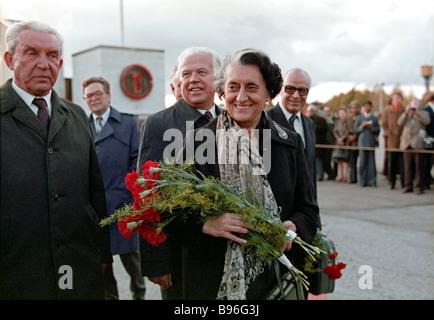 Primo Ministro indiano Indira Gandhi in visita ufficiale in Unione Sovietica prima di volare da Tallin a Kiev Foto Stock