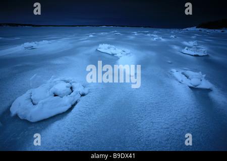 Ghiaccio e neve formazioni in Kurefjorden a Larkollen in Rygge kommune, Østfold fylke, Norvegia. Foto Stock