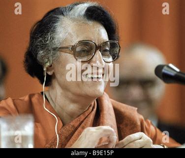 Primo Ministro indiano Indira Gandhi dando una intervista durante la sua visita in Unione Sovietica Foto Stock