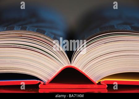 In alto di un libro aperto Foto Stock