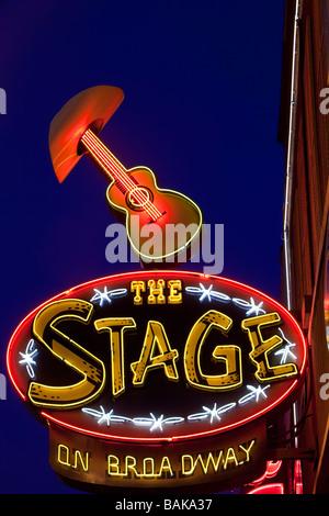 Insegna al neon lungo Broadway Nashville Tennessee USA Foto Stock