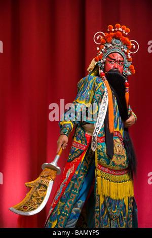 Guang Gong, antichi cinesi in generale Opera di Pechino costume, rappresenta la protezione e ricchezza Foto Stock