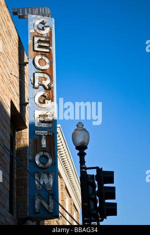 Washington DC - il deterioramento della Georgetown segno su Wisconsin Avenue Foto Stock